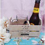 Caixa de MDF com caneca de vidro e garrafa de cerveja